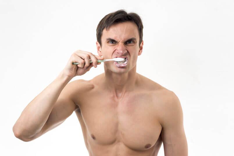 Nicht zu fest drücken beim Zähneputzen